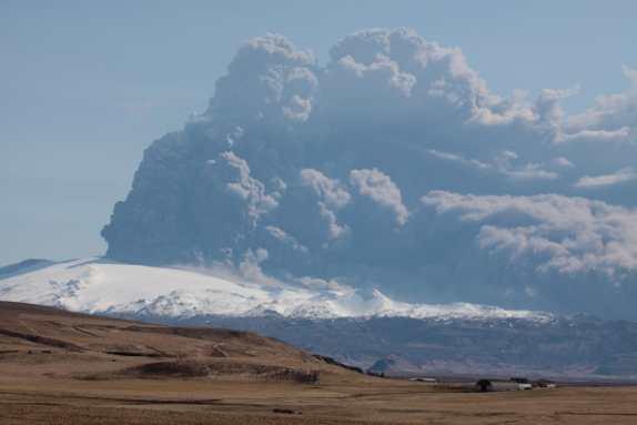 Eyjafjallajokull volcano plume 18 April 2010